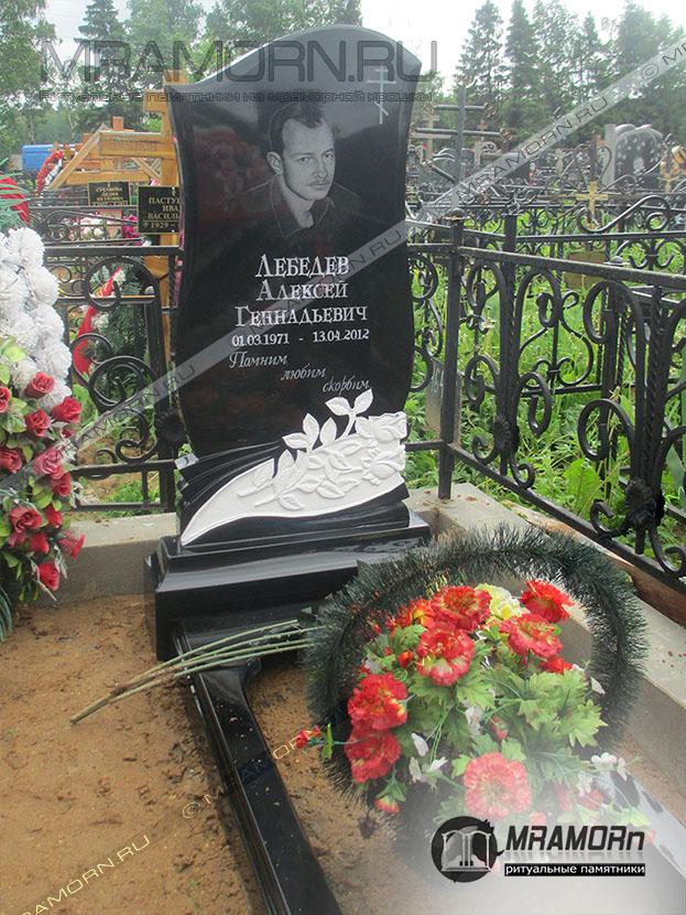 Памятники данила мастер фото и цены в спб памятник в новосибирске букве